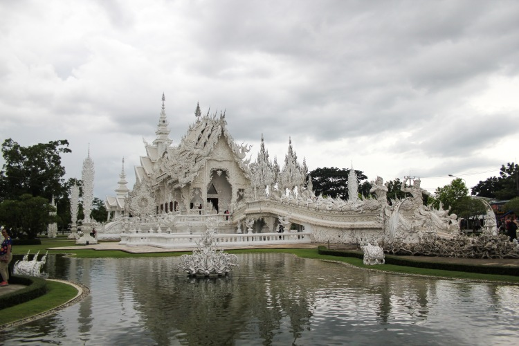 15 Pictures from Thailand's Creepiest Temple: The White Temple | Wat Rong Khun